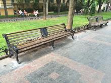 В Горсаду установили оригинальные скамейки